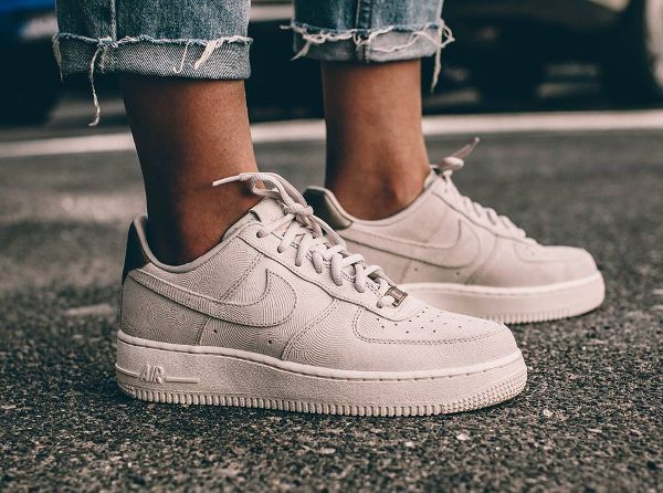 nouvelle arrivee d4e5e 3f8d3 Basket Nike Air Force 1 07' Low Suede PRM Gamma Grey Phantom ...