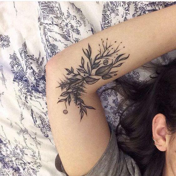 Un Tatouage Fleuri A L Interieur Du Bras Tatouage Fleurs Bras