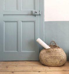 out doucement … dans la chambre de Capucine – elle voulait du bleu clair, du bois, du doré qui brille, des animaux .. – lpnicaut