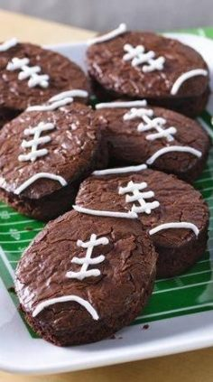 You're sure to score many points with the football fans in your life once these football-shaped brownies hit the snack table. This creative game-day dessert is as easy as making boxed brownies—all you need is a football-shaped cutter (or a knife … – kari13400
