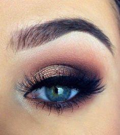 Coucou les filles ! Cette semaine je vous propose en paralèlle de notre jeu des inspirations pour votre maquillage selon la couleur de vos yeux ! On commence tout de suite avec les yeux bleus :) 1 2 3 4 5 6 7 Quel est votre maquillage préféré ? Q… – gallixsophie