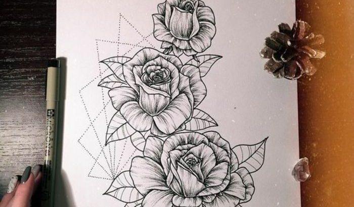 Tatouage Manchette Femme Quoi Dessiner Sur Sa Peau Etre Cool Avec Un Tattoo Florale Avec Motifs Geometriques Qui Encadrent Le Dessin Simple Pctr Up