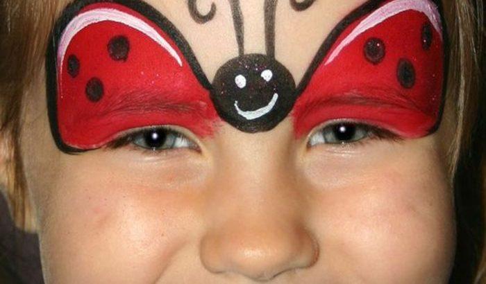 Modele Maquillage Enfant Visage Amusant Relooke Avec Des Peintures A Visage Pctr Up
