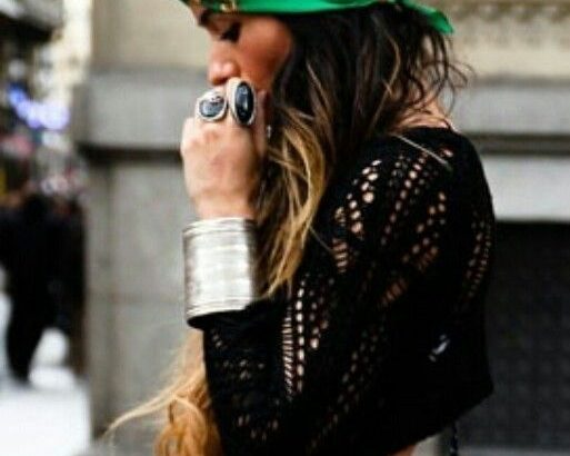 Votre outfit est prêt, votre maquillage aussi… Il ne vous reste plus qu'à trouver la coiffure ...